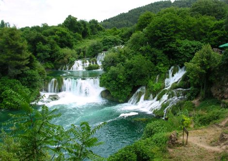 NP na řece Krka s vodopády